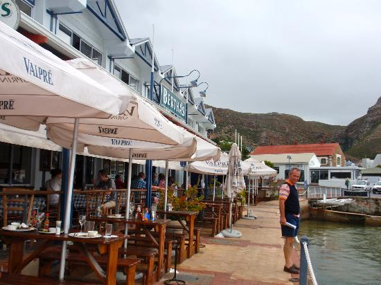 Simon's Town Quayside Hotel and Conference Centre: Restaurant blow the premises
