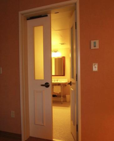 Sheraton Duluth Hotel : HUGE bathroom