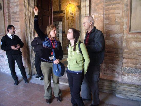 Walks In Istanbul - Tours: Explaining what it was like to worship in Hagia Sofya in 1000 AD
