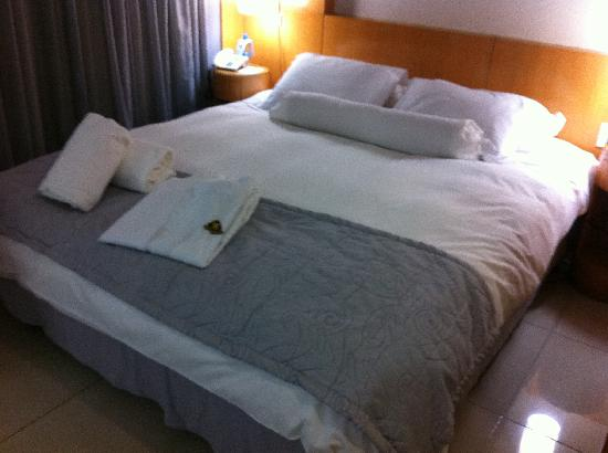 Royal golden foto de royal golden hotel belo horizonte for Cama grande