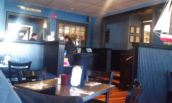 Shipyard Brew Pub Eliot Commons: Inside on the dining room side