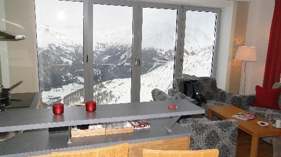 Adler Lounge: Wohnzimmer Mit Traumpanorama Und Bar