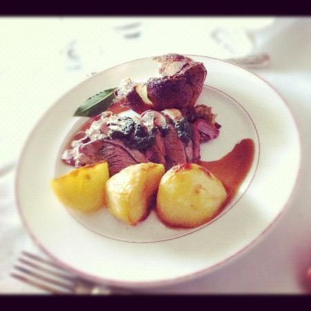 Hilltop Hotel: Sunday Roast