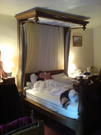 Llanthony Priory  Hotel: Hotel room