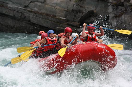 Maligne Adventures: Big Splash on the Fraser River