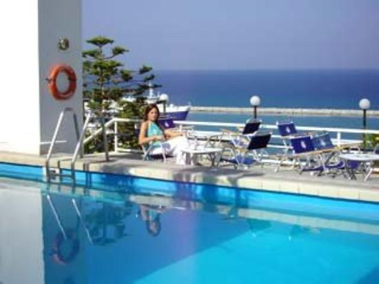 Astir Hotel: Pool View