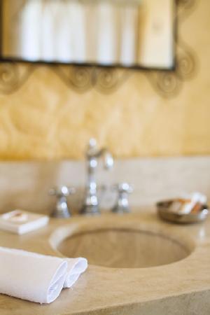 Morro Alacati: bathroom details