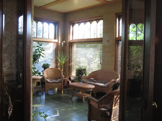 Cotton Mansion: Sunroom