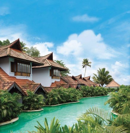 Kumarakom Lake Resort: Meandering Pool Duplex Villa