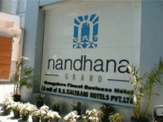 ナンダナ グランド ホテル