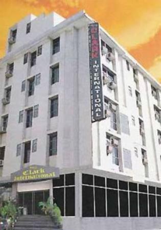 Hotel Clark International : Exterior view