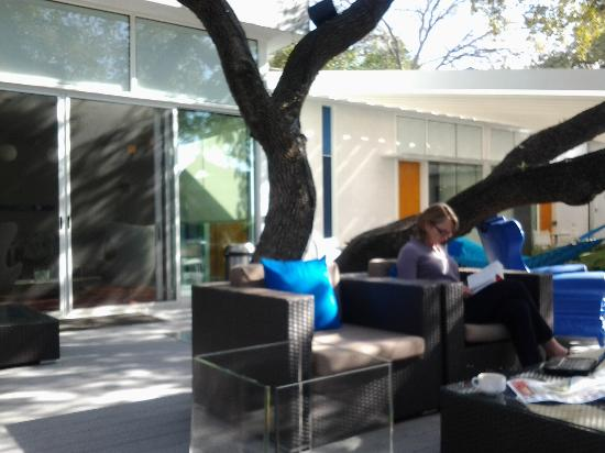 Kimber Modern Hotel: Deck
