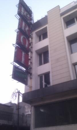 Hotel Le Roi: Hotel front view