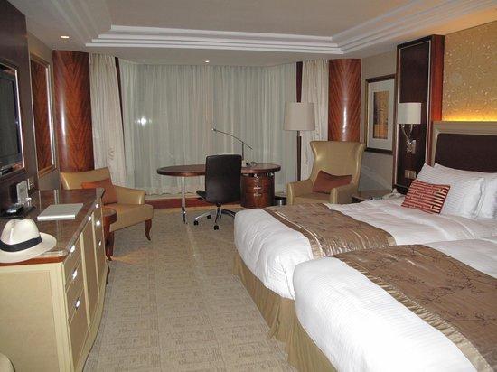 Kowloon Shangri-La Hong Kong: bed room