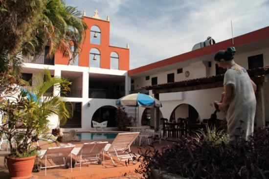 Hotel San Clemente: Inner patio/garden