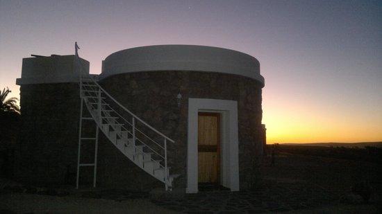 Tsondab Valley Scenic Reserve: unser Bungalow nach Sonnenuntergang