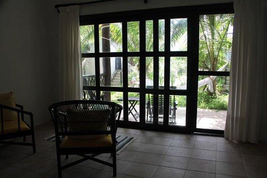 Los Lirios Hotel Cabanas : From inside the room.
