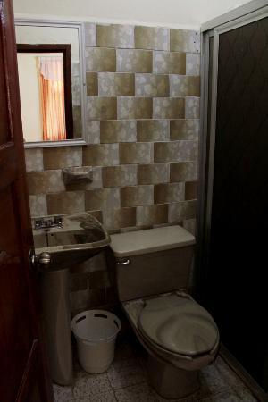 Hotel El Chechen: Bathroom