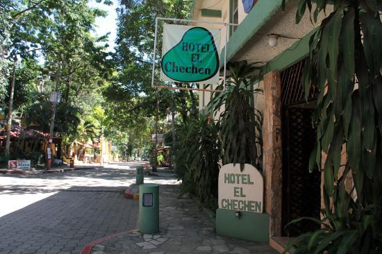 Hotel El Chechen: The entrance