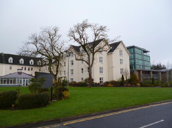Hodson Bay Hotel: Outside of hotel