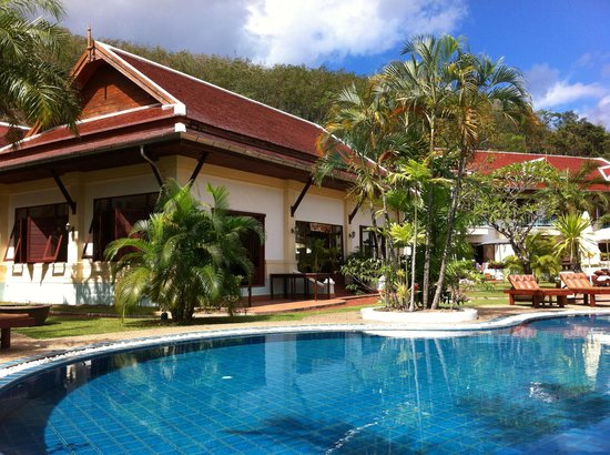 The Pe La Resort: A bungalow and swimming pool