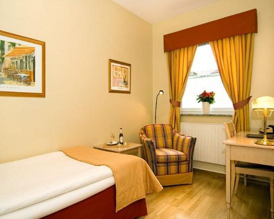 Plaza Hotel Malmo: Guest Room
