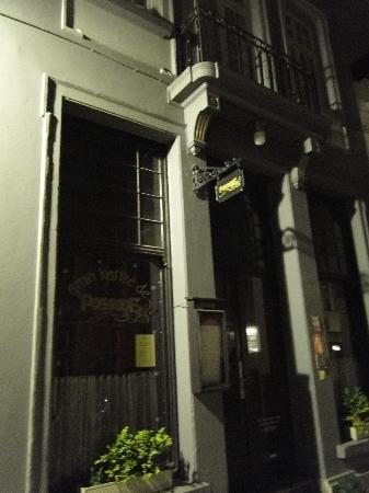 Hotel Passage: Frente del Hostel