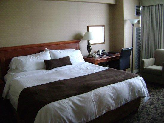 Chelsea Hotel, Toronto: The room