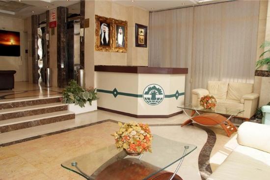 Al Sharq Apartments Sharjah : Lobby and reception desk