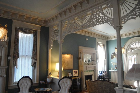 Grace Manor Inn: Inside the Manor