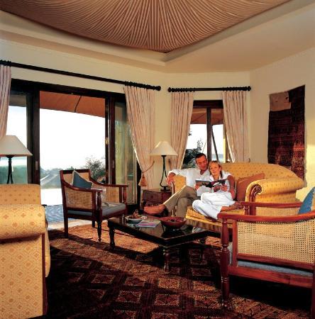 Al Maha, A Luxury Collection Desert Resort & Spa : Royal Suite - Living Room