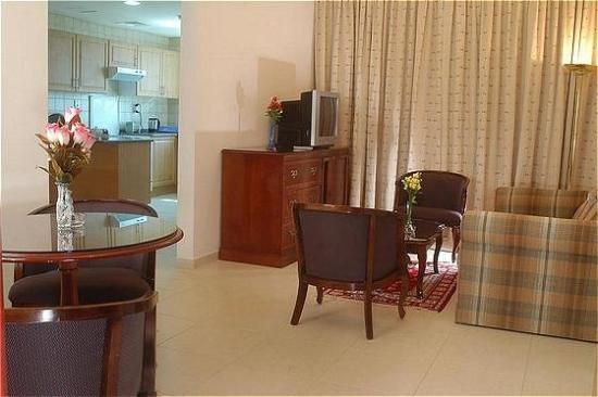 Ramee Guestline Hotel Apartments II: Hall in Apartment