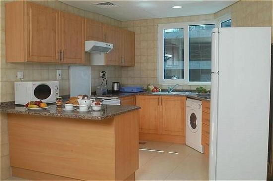 Ramee Guestline Hotel Apartments II: Kitchen in Apartment