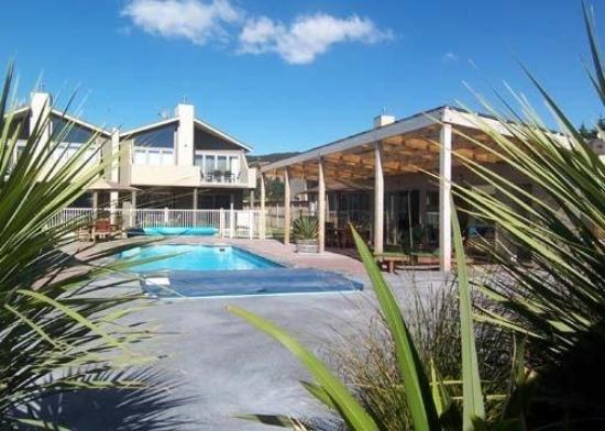 Distinction Wanaka: Pool View
