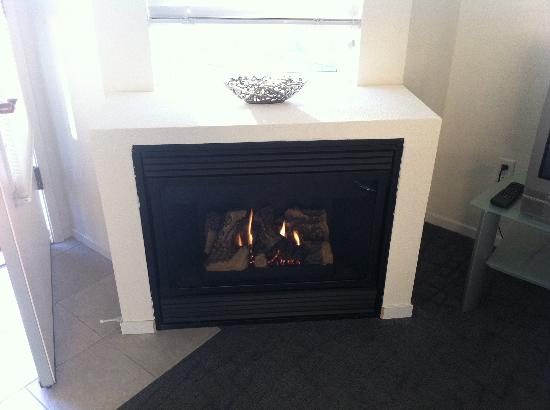 Pier View Suites: Fireplace