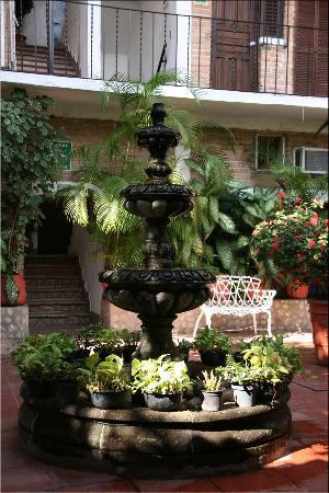 Hotel Posada de Roger: The courtyard