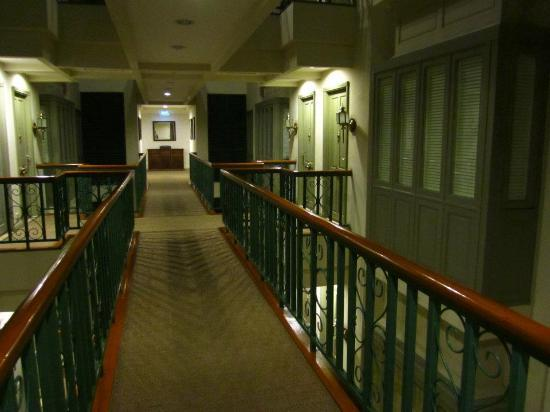 Saladaeng Colonnade : Unique walkway to your room