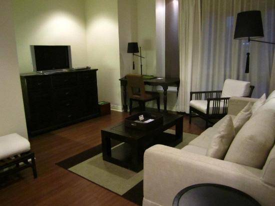 ศาลาแดงโคลอนเนดเซอร์วิสอพาร์ตเมนท์: Living room