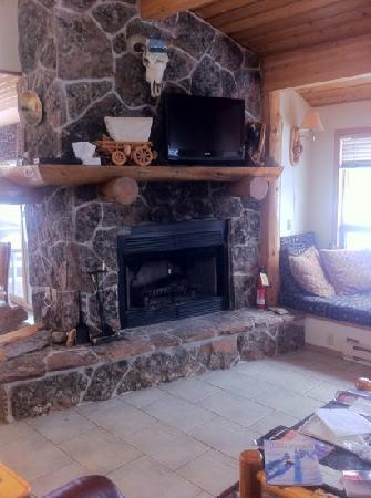 Beaverhead Condos: wood burning fire place