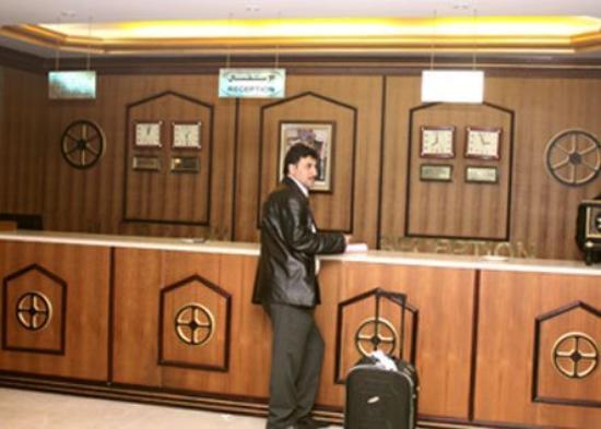 Al Bhajah Hotel: Lobby View