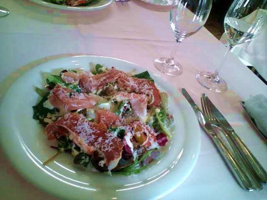 RISTORANTE Betsujin : 前菜は生ハムとオーガニック野菜のサラダ