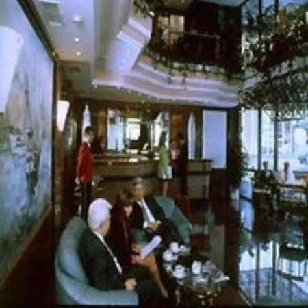 Istanbul Conti : Lobby view