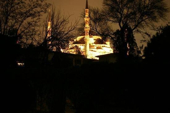 Tashkonak Hotel: Night View Of Blue Mosque From Top