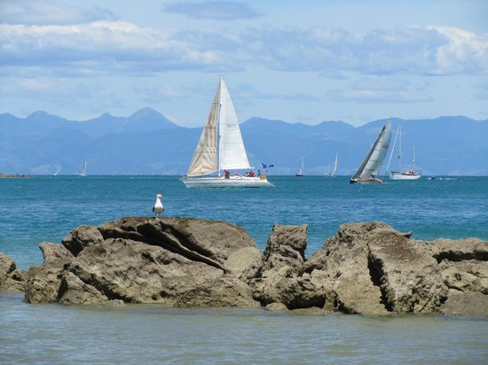 Marahau, Nueva Zelanda: sailboats on the water