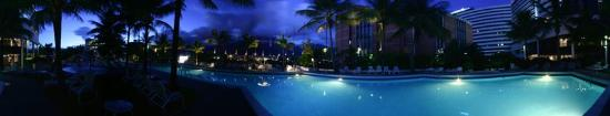 Eurobuilding Hotel and Suites Caracas: Pool view
