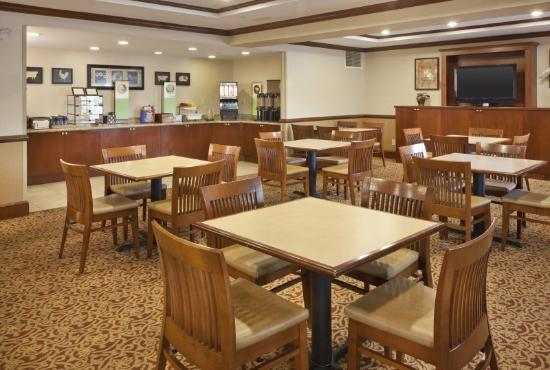 Country Inn & Suites By Carlson, Potomac Mills Woodbridge: Breakfast Room