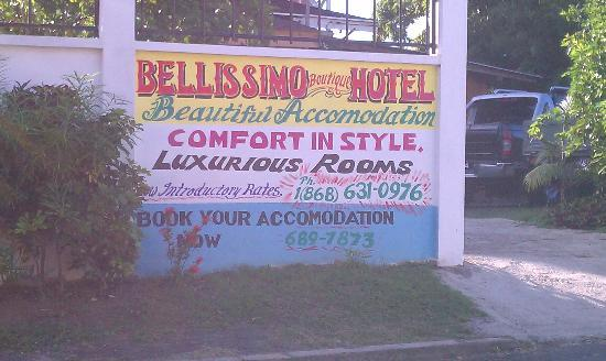 Bellissimo Boutique Hotel: Pulling up to the hotel