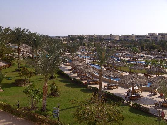 Hilton Hurghada Long Beach Resort: pool view from room