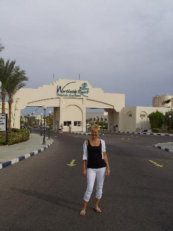 Entrance to hotel picture of hilton hurghada long beach for Pool show in long beach
