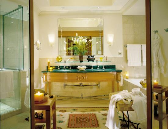 Four Seasons Hotel Cairo at Nile Plaza: CAI Bathroom